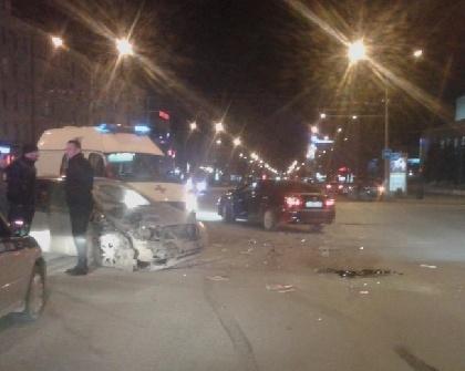 Вночном ДТП вцентре Перми пострадала 22-летняя девушка