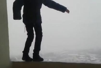 Пермь: пятиклассник прошёлся покраю балкона 25 этажа