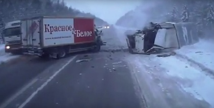 На трассе Пермь-Екатеринбург столкнулись две фуры
