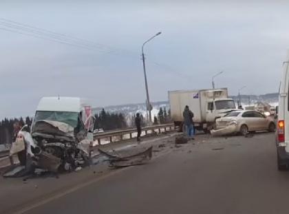 НаЧусовском мосту вПерми встрашном массовом ДТП погибли несколько человек