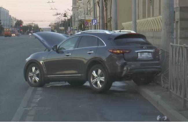 ВКазани шофёр Инфинити протаранил две иномарки