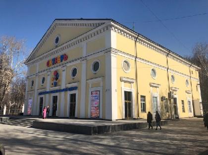 В Перми судебные приставы вновь опечатали детский центр «Октябрь»
